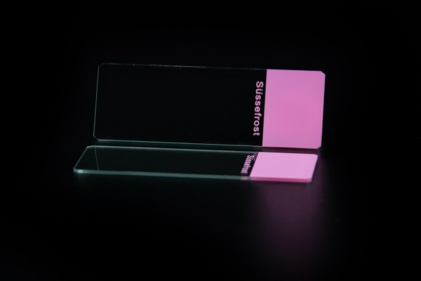 Objektträger, Mattrand rosa, 45° Ecken, geschliffene Kanten
