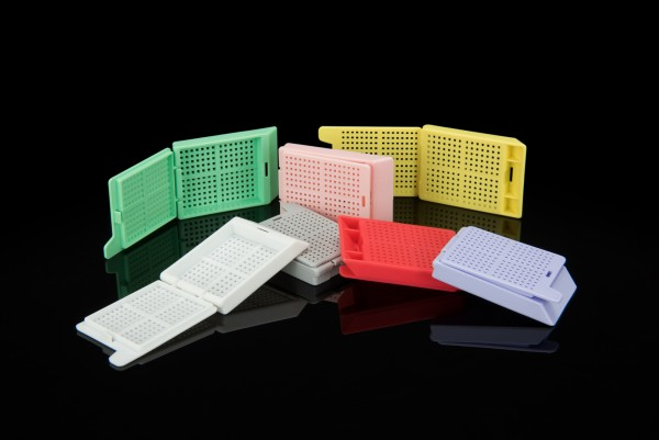 Biopsiekassette flieder mit abnehmbaren Kunststoffdeckel